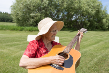 Senior woman guitar 300 200