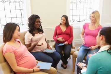 Group of women talking about pregnancy